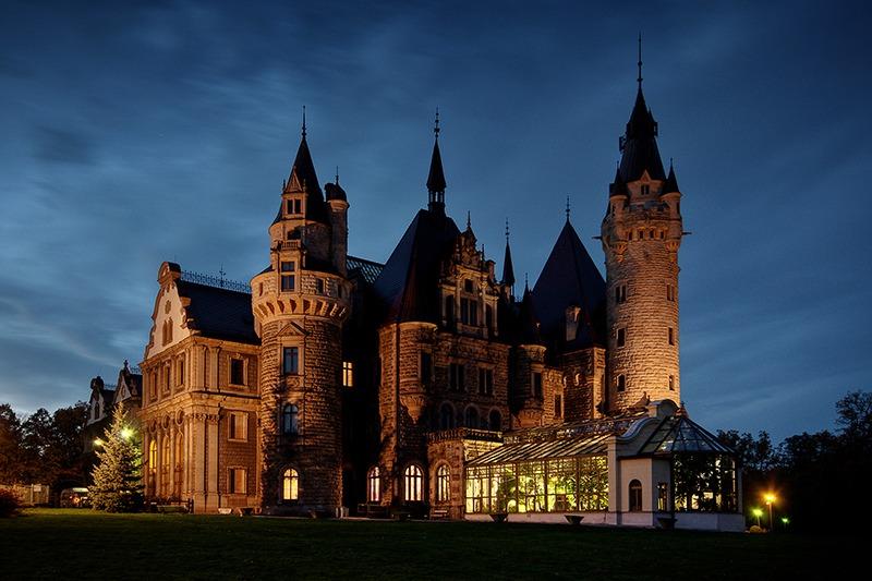 Zamek Moszna nocą